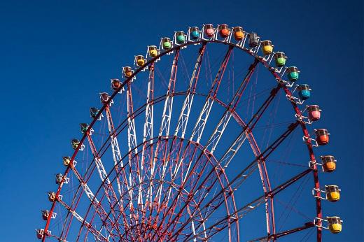 ferris wheel with blue sky background