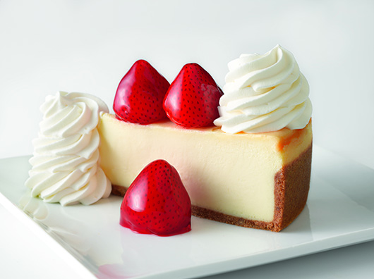 Cheesecake with strawberries and whipped cream