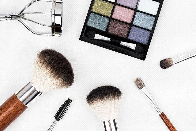 Makeup brushes and tools placed around in a circle.