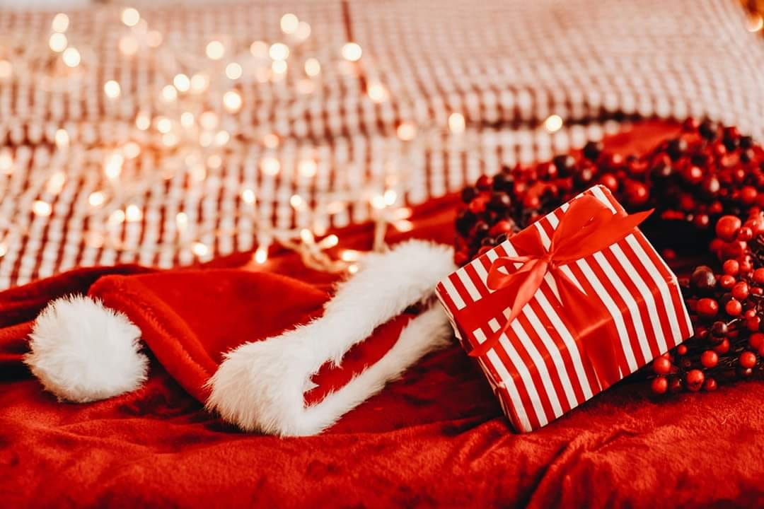 Santa hat and gift image