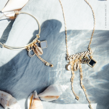 Goldtone necklace and bracelet with shells