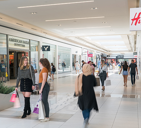 Corridor inside Fashion Outlets of Niagara Falls USA