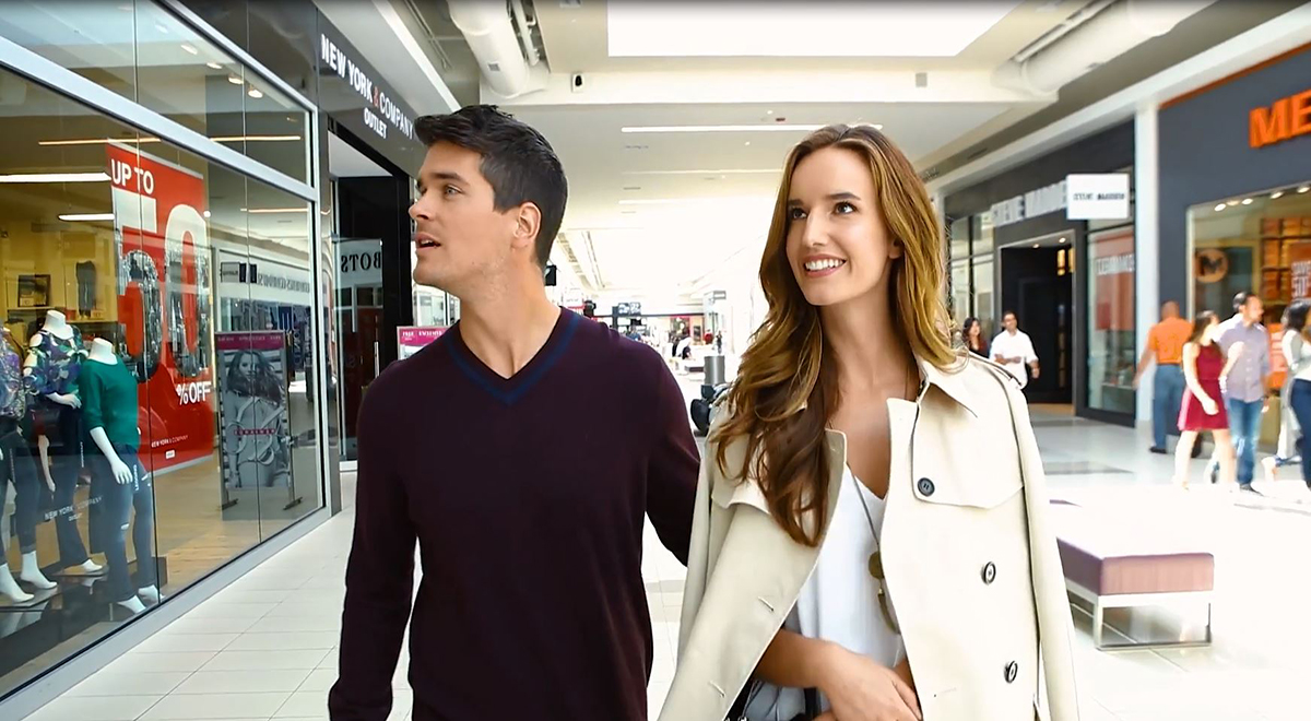 Young couple shopping at Fashion Outlets of Niagara Falls USA